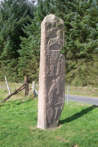 Рис. 15. Пиктская стела Майденстоун (Maiden Stone), около IX века